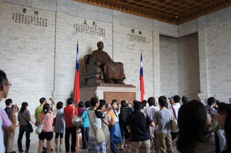 超巨大な蒋介石像!
