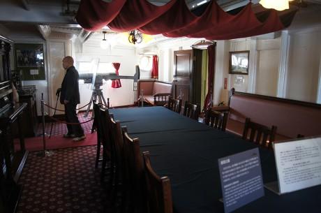 作戦室。大正ロマン以前の厳かな雰囲気が素敵