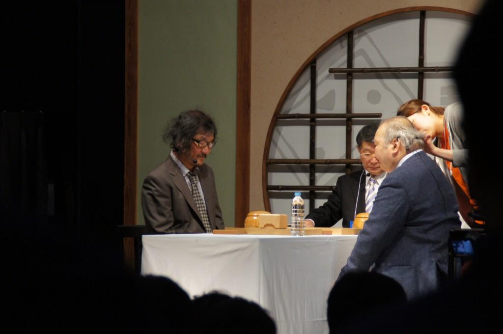将棋の加藤一二三九段と囲碁の趙治勲二十五世本因坊が 対決中