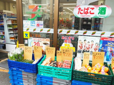 店頭で野菜を直販するセブン-イレブン