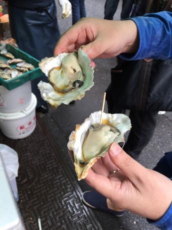 生牡蠣1個300円!