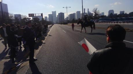 警視庁騎馬隊が警備にあたっています