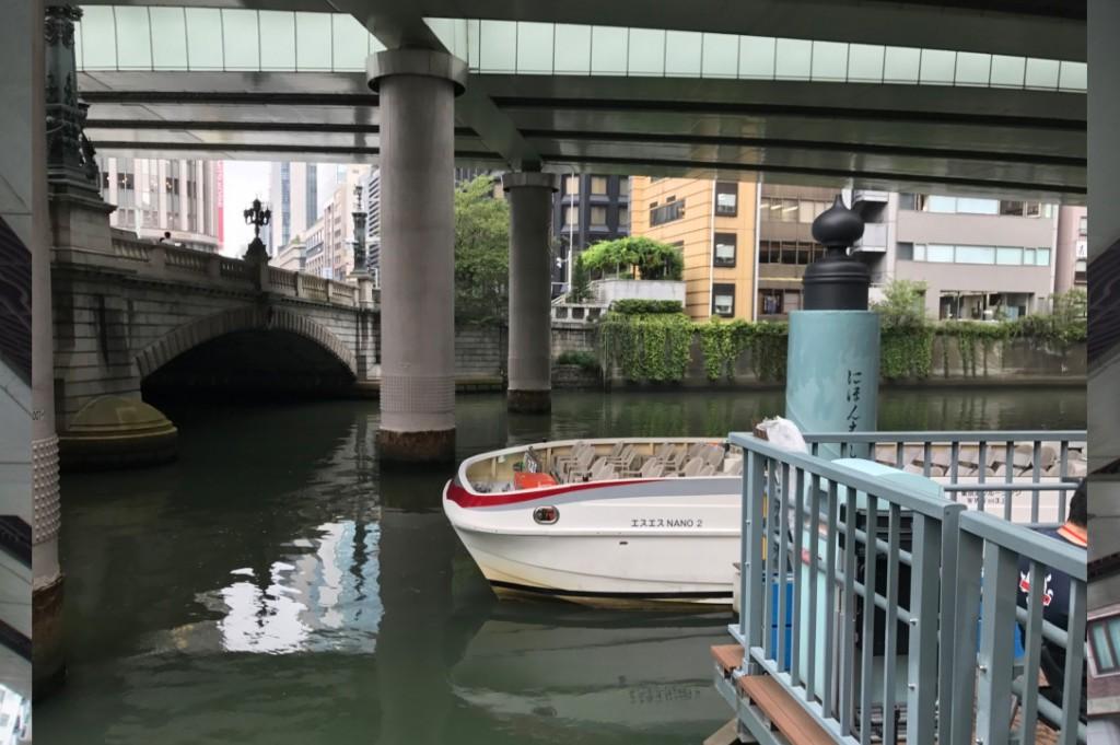 日本橋直下に船着き場があります。